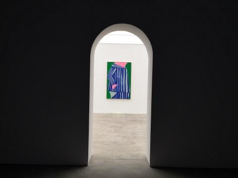 星空间在展厅内特地搭建了两个小空间来呈现这次展览,透过拱门有一种窥视感
