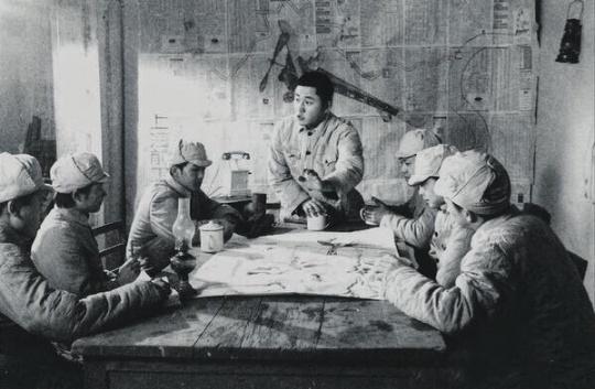 《必须/第一幕 军事会议》 片长9分17秒黑白单屏电影 1996年 图片来自网络
