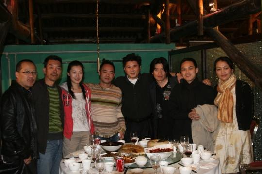 与中国艺术家合影,从左到右:杨千、武明中、林佳、陈文波、李圆一、俸正杰、钟飙、史诗