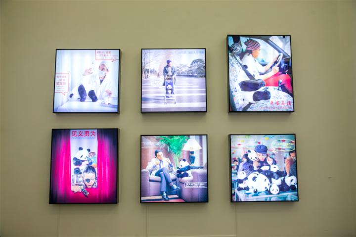 赵半狄曾创作的一系列与熊猫有关的公益广告,并在地铁、机场、公交车站等公共场所大面积投放