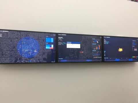 """《全息之境——大数据与城市多维透视》,三屏视频,2'37"""",4'05"""",1'39"""",2017"""