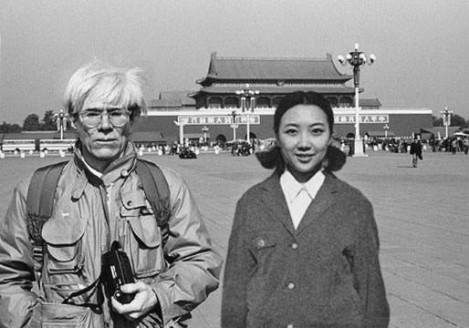 刘思璘《Celine Liu》,艺术家在网上收集一些名人的照片,然后通过PS将她自己的形象介入画面,形成新的篡改过的历史影像,并发回到网络上,使其与原历史照片被平等地传播