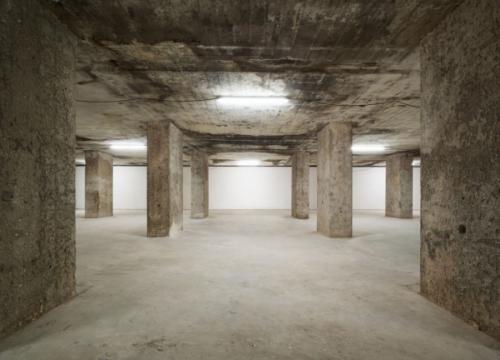 Désiré Feuerle在世界范围内寻觅了十五年,由英国著名建筑师John Pawson将前二战时期防空洞改为展览空间