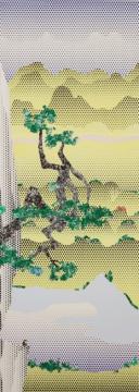 """罗伊‧李奇登斯坦《中式山水系列习作:山水与诗人》213.4 x 76.2cm 磁带、彩绘纸和印刷纸1995  估价:450万 - 650万港元      《香港》这件罕见的纸上作品,是尚‧米榭‧巴斯奇亚在1985年4月走访这座城市后所创作,富艺斯有幸将作品带回香港:此画灵感泉源之地。乍看之下,《香港》一作似乎充满了""""远东""""的异国情调,还有像卡漫般的符号,例如龙头、古怪的面具、一只貌似金刚在挥手的生物,以及潦草的""""香港""""字眼等等,我们不难想像他初次来到香港这个陌生又新鲜的城市时,逗留于大街小巷、如饥似渴地随手涂鸦、写手札的样子。作品中以复印的图片拼贴的方式,也极为适切地呈现了巴斯奇亚在1980年代晚期所钟爱的创作手法。《香港》不仅仅是其复印拼贴系列的代表之作,更难能可贵的是,这件作品罕见地捕捉了巴斯奇亚对于走访一个新奇城市的回忆。"""
