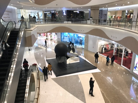 """""""犹在镜中:'镜像'上海爱琴海公共艺术项目""""展览现场"""