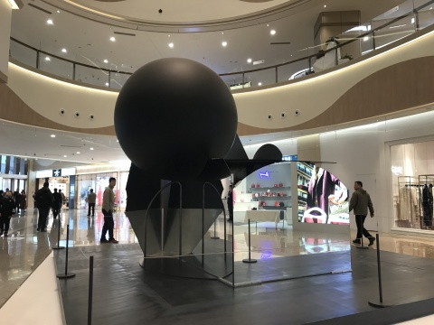 刘韡《迷局-ε》600 x 600 x 480cm 钢、镜子、铝合金 2014-2017