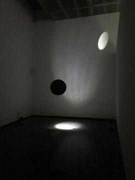 毛韬,《Fishing the Moon》 1000×2000cm装置,水、光、声音设备 2014