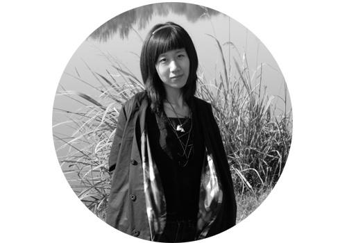 """马秋莎(b.1982)  马秋莎自2005年中国艺术三年展的""""1+1""""项目上崭露头角后便日益受到关注。其创作包括摄影、图片、影像、装置、身体、表演、绘画等多种媒介,常以细腻、女性化的个体经验,探究人与人之间微妙且复杂的关系,由此对应中国当下生活中集体的焦虑和不确定感。马秋莎在泰康空间、北京公社、尤伦斯钱柜999娱乐客户端中心均举办过个展,同时也具有丰富的国内外群展履历。2013马秋莎获""""第七届AAC艺术中国-年度青年艺术家""""提名、2014获""""皮埃尔·于贝尔奖""""提名。"""