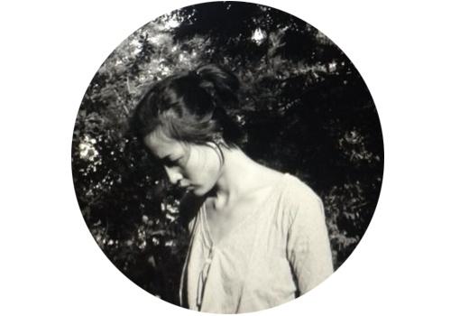 """娜布其(b.1984)  娜布其的雕塑作品以一种叙事性和目的性极强的表达方式,体现了对于""""物体""""本体论的思考:我们周遭的物体独立地存在于人类感知之外。娜布其还参加了2016的光州双年展、上海双年展。"""