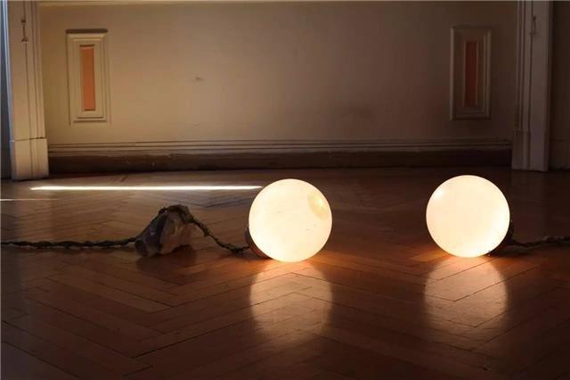 于吉参加Prec(ar)ious Collectives项目现场,卡塞尔文献展雅典场外项目,2017