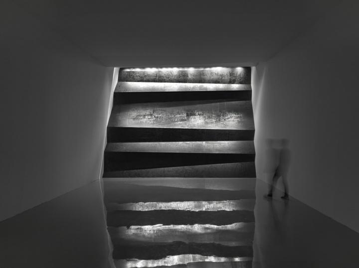 郑重宾《层层天墙》光线与空间装置2015