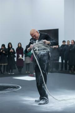尼格尔.罗尔夫——耿乐、何云昌、肖鲁都去红砖美术馆看了他的行为艺术表演