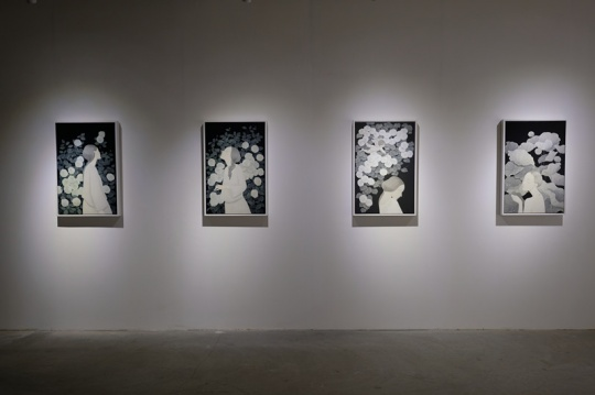 展览现场展出的郑驰系列作品