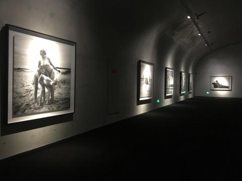 """在美术馆里拍一部电影 记杨福东""""早朝""""30天的""""日记"""""""
