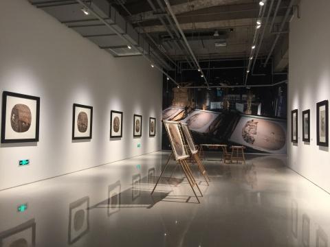 姚慧芬、姚惠琴姐妹的苏绣作品展示区域,其中有她们与邬建安、汤南南合作的系列。姚氏姐妹的手作工艺令观众无比叹服!