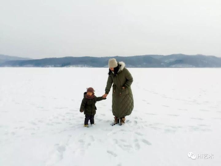 """2017年1月28日拍摄于吉林  """"孩子的成长离不开父母的陪伴,趁着他还需要,尽自己的所能陪他多看看不同的世界。也很庆幸,自己的时间相对自由一些。让他知道妈妈一边在努力的工作,一边在用心的爱他。"""""""