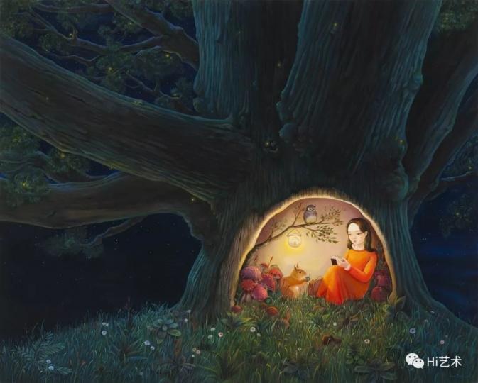 """《洞》120×150cm布面丙烯2018  """"我觉得树洞给人神秘感,也给人安全感,是我早就想尝试的一个题材。这张作品里面,就好像画了一个在旅途中找到了一个温暖、安全树洞的女孩,小小的树洞就是她的全部世界。在里面有松鼠、猫头鹰,还有一个小小的吊灯——其实这就是在我之前的作品《身在何处》里,那个照亮前方的吊灯,里面的小房子,代表了家或者内心的一种方向感,仿佛周围的一切都不再重要,这里就是全世界。"""""""