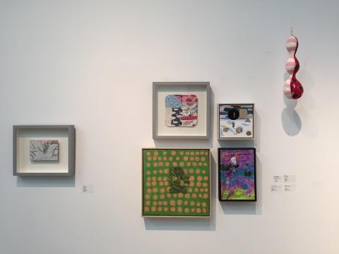展览现场的平面绘画和布装置,虽然依然透露出一丝可爱,但是已不仅仅是当年的小清新