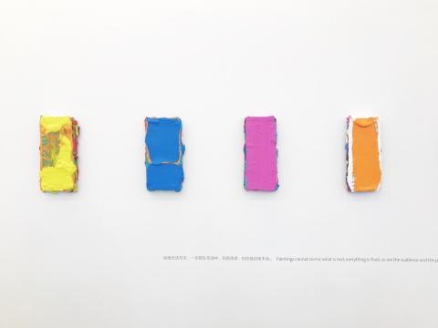 在新作中,艺术家也更强化了表面色彩的碰撞和丰富肌理