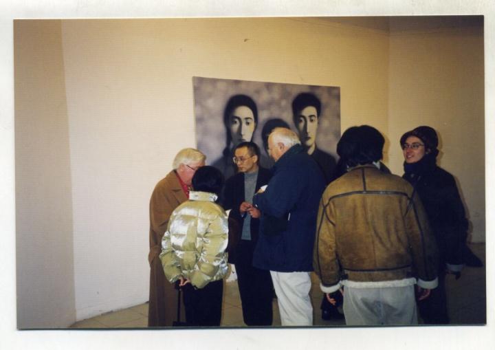 1997年,张晓刚在央美画廊的首个个展,也是张晓刚在国内的首次个展