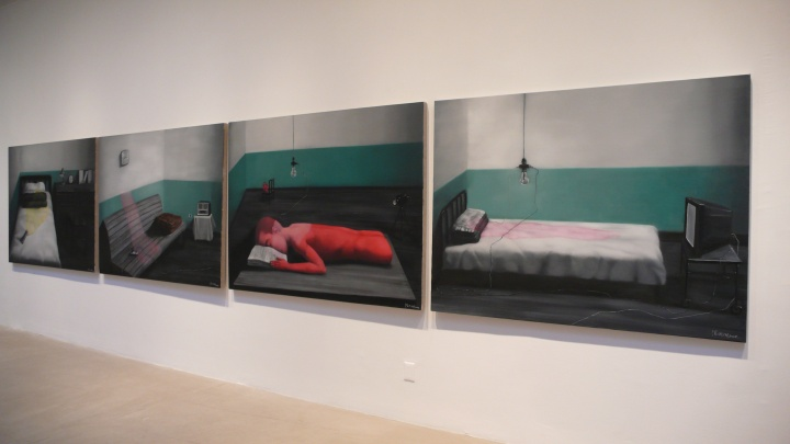 2008年,张晓刚纽约佩斯画廊的个展