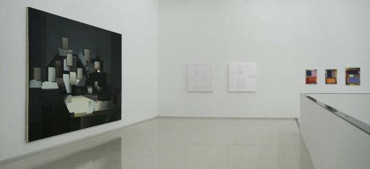 德国艺术家恩里科·巴赫(左)及中艺术家黄佳(中)作品