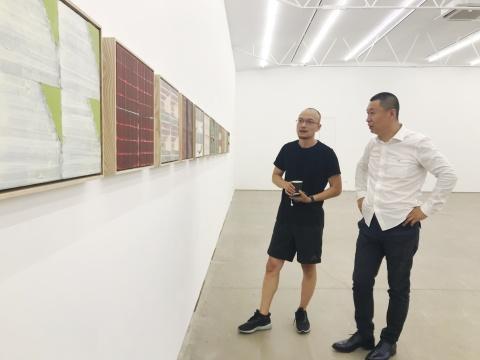 艺术家萧搏(左)