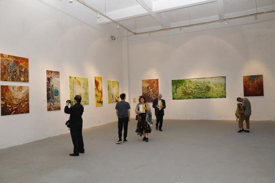 """""""当世界与世界相遇-当代世界的文化、艺术与友情""""国际艺术展现场"""
