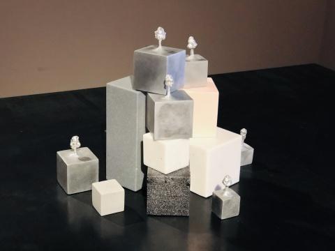 """娜布其新作展""""双向入口""""  感受""""雕塑""""""""空间""""聚合出的向内能量"""