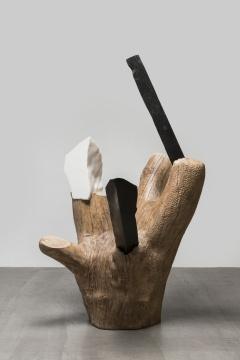 《守护神II》219×140×125 cm木(法桐),大理石(不同颜色)2018