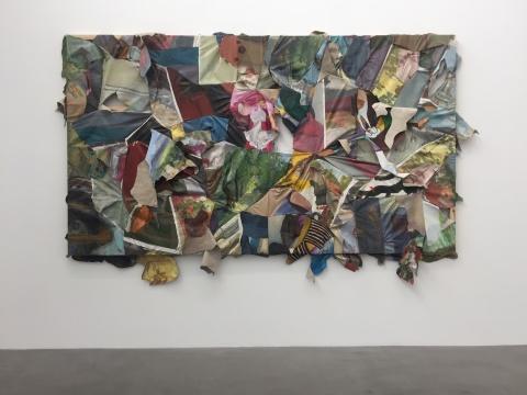 《肉色》尺寸可变 布面油画(收集而来的大量他人油 画作品在分割裁剪后重新拼接缝合而成)2018
