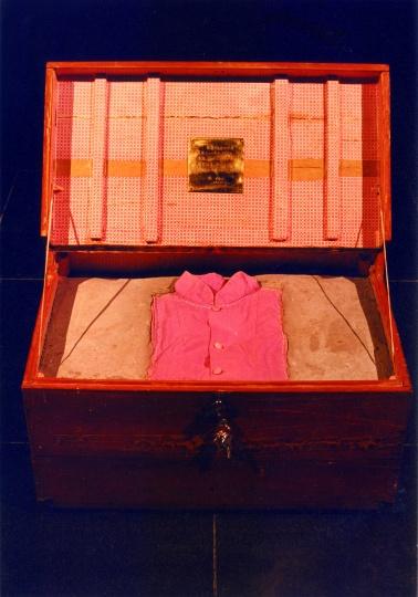 《衣箱》 1996