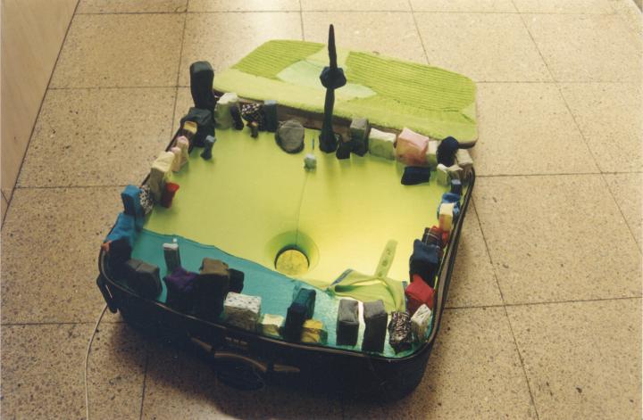 《可携带城市:北京》装置作品2001© 2018尹秀珍,佩斯画廊供图