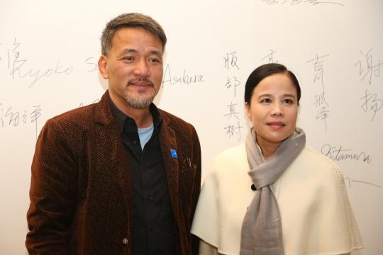 中国参展艺术家向阳和朱哲琴