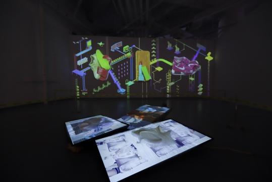 姜玥皜《山寨集合》尺寸可变 映射投影3D动画,浮雕墙