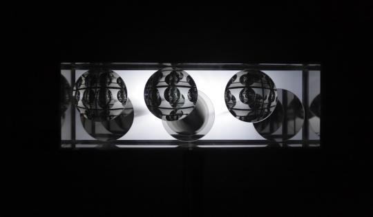 井村一登《wall-ordered》镜子,半镜,凸面镜子,LED 2018