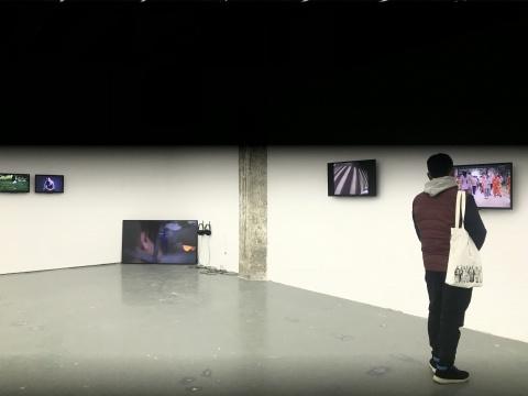 冯晨作品展览现场灯光装置