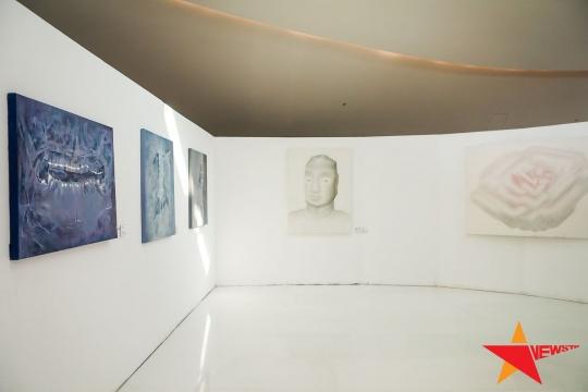 右侧两幅为三等奖获得者劳家辉绘画作品