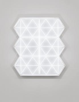 《照明5》,2018,白色霓虹灯管,铁皮,真石漆,128.1 x 115.3 x 18 cm