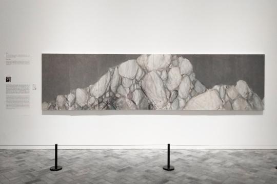 党震 《荒石》 纸本水墨设色 136×540cm 2016