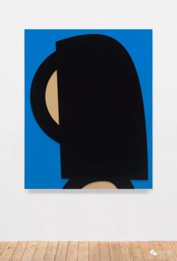 """《至韵》(音译) 180x144cm汽车漆、铝板 2016©朱利安·奥佩,里森画廊  在过去的三十年里,为周围环境中的人物,物体及地点创作合成画像已成为奥佩作品的核心。艺术家使用不同媒介与技术""""绘图""""或""""作画"""",比如在玻璃上使用喷墨,创作铝制画和电影动画,抑或在墙上使用乙烯基或创作石制马赛克。"""