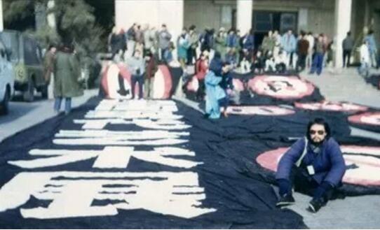 """""""89中国现代艺术大展""""展览现场 1989年中国美术馆"""