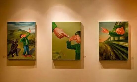 """唐朝乐队主唱丁武个展""""嚎叫—丁武喊'画'""""展览现场 2010年11月 NUOART(图片源自:网络)"""