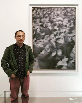 """格哈德·里希特《集会》 161.2×116×2.8 cm 布面油画 1966卓纳画廊以2000万美元售出以冷战的开始为痛苦源头,以柏林墙的倒掉为释然。里希特见证并表达了这段历史。""""模糊化""""作为表达记忆/历史感的视觉手法,背后是价值观的驱动"""