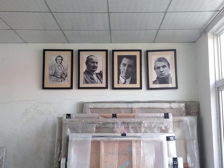 孙策工作室的墙上,挂着帕格尼尼、海德格尔、阿尔·帕西诺、培根的肖像