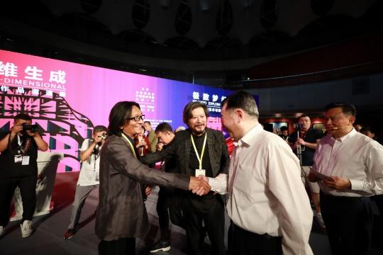 左起:中央美术学院副院长 苏新平、中国国家画院雕塑院执行院长 王艺、长春市委副书记、市长 刘忻、中国一汽集团党委书记、董事长 徐留平