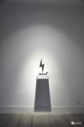 厉槟源《被闪电击中的男孩》27.5x14.5x44.5cm雕塑