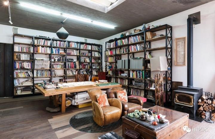 三楼的书房也是满满当当的书,但因为太忙,陈文令看大部头的书只看目录、前言和后记