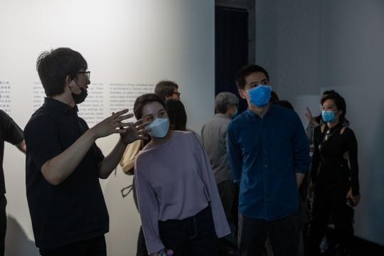 """""""具身之镜:中国录像艺术中的行为与表演""""展览现场"""
