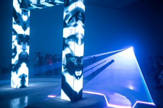 王志鸥《PROTOTYPE-1》350x400x50cm LED框架结构、激光灯、视频编程 2020
